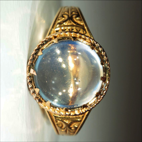 Физические способности лунного камня идеально подходит для кольца с ним