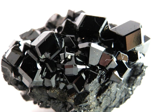 черный гранат камень - залежи