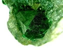 Топазалит - зеленый гранат