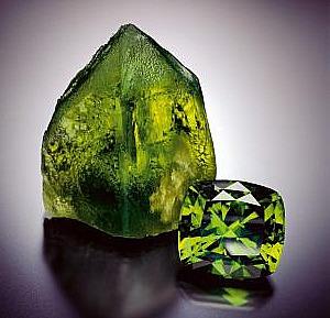 Камень гранат зеленый в лечении