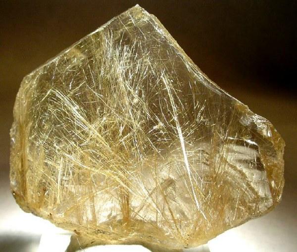 Рутиловый кварц пластина с ярко выраженными волосками внутри