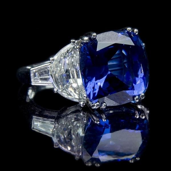 Драгоценный сапфировый перстень