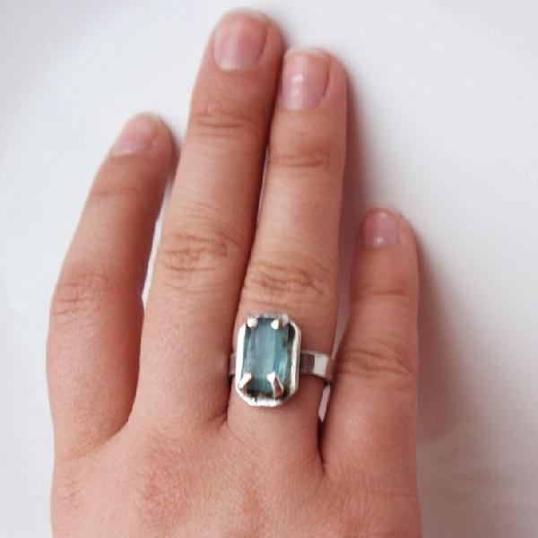 Кольцо с аквамарином - красивый перстень