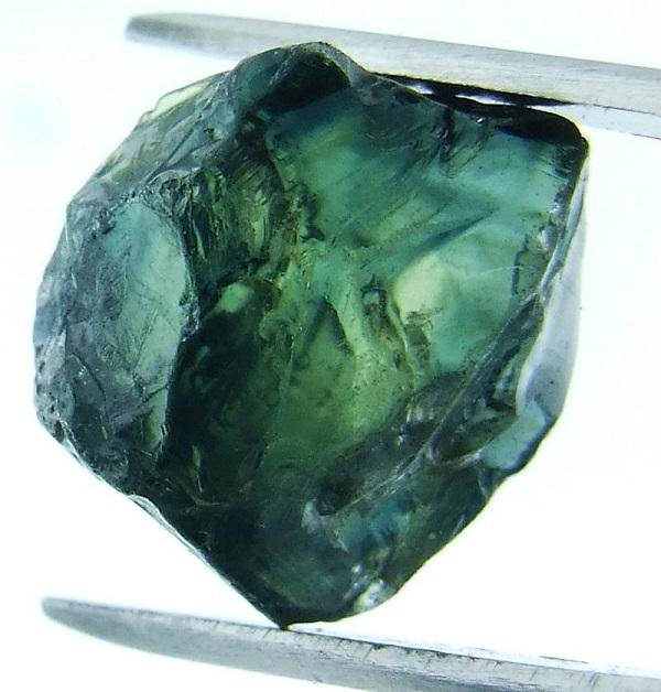 Зеленый сапфир - фото камня
