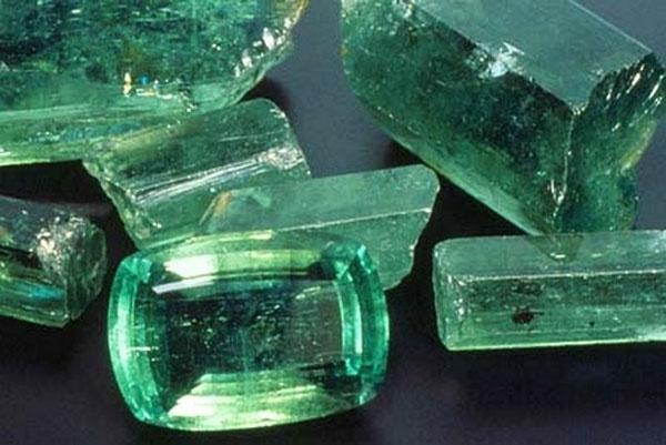 Оттенки изумруда и чистота камней