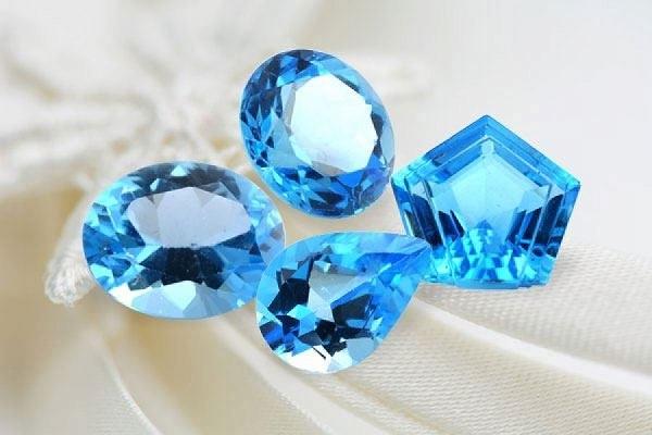 Как выглядит синий топаз